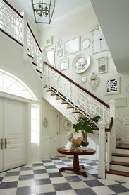 Hanging mirror decor example on staircase hallway